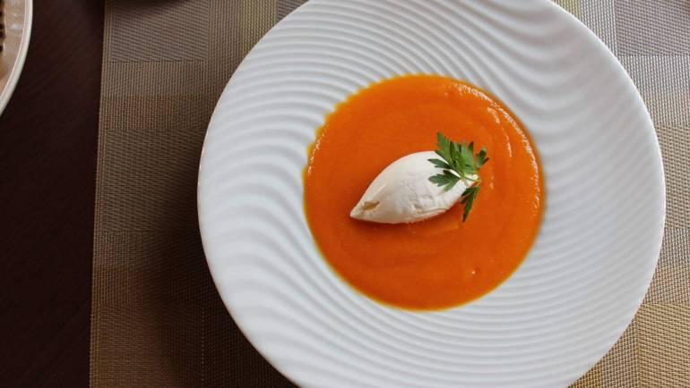 Soupe de carottes au gingembre et sa crème fouettée salée